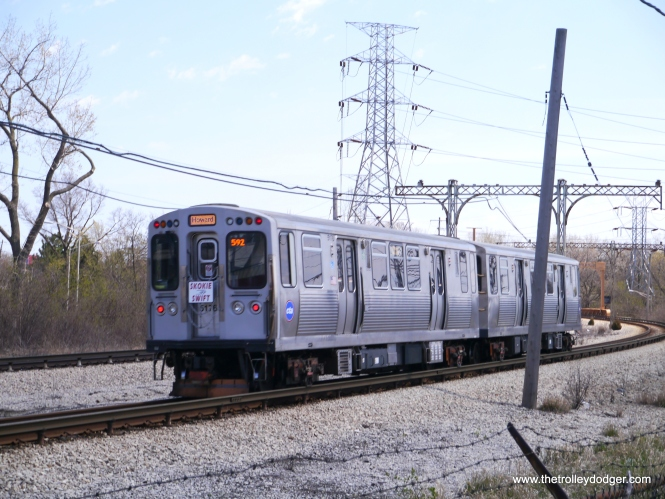 An eastbound train of 5000s at the Oakton curve.