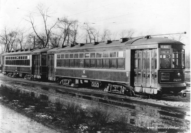 CSL 3207-3208 on Milwaukee Avenue circa 1925-29.