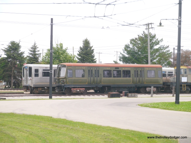 Half of a 2000-series married pair, currently separated, is stored at 50th Avenue station.