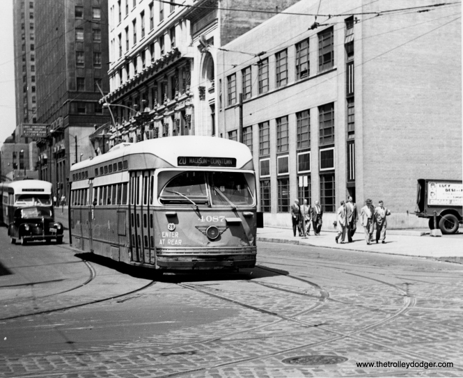 CTA 4087 at Madison and Franklin on October 1, 1949. (M. D. McCarter Collection)