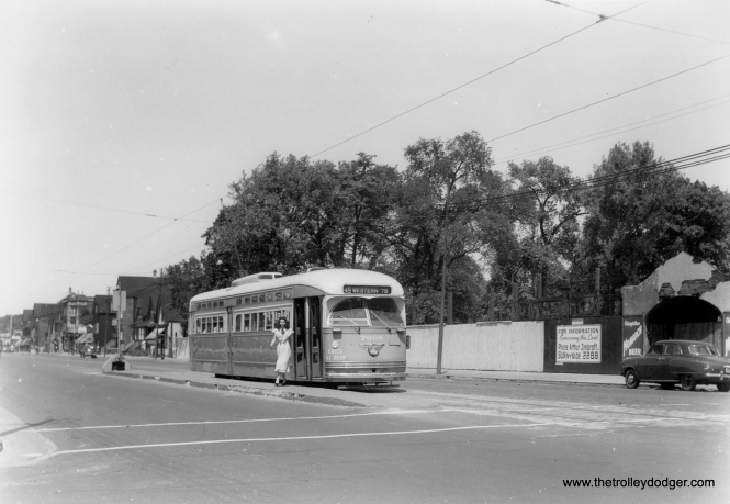 CSL 7068 on Western. A woman with a very striking 1940s outfit has just gotten off. (Edward Frank, Jr. Photo)
