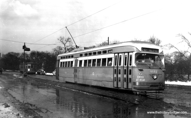 4112 southbound at Clark and LaSalle in early 1947. (Edward Frank, Jr. Photo)