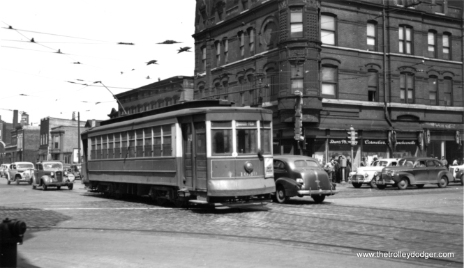 "George Trapp says, ""Small Pullman #1039 is Southbound on (the) Lincoln-Rosehill line,"" signed to go to Dearborn and Polk. Another writer says 1039 is southbound on Wells at North Avenue, an area now known as Old Town. (Joe L. Diaz Photo)"