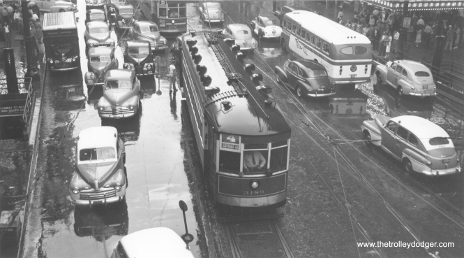 CSL 3189, northbound at State and Lake, on August 29, 1947. Note the Greyhound bus at right. (Thomas H, Desnoyers Photo, Krambles-Peterson Archive)