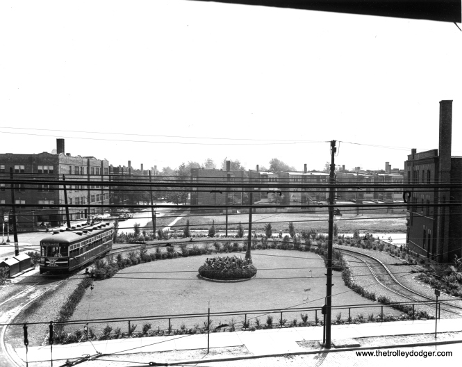 CSL 3342 at the Clark-Arthur loop, looking east from the second floor of Devon Station. (Chicago Surface Lines Photo, Krambles-Peterson Archive) We posted a very similar (but not identical) photo here: https://thetrolleydodger.com/2015/11/03/chicago-surface-lines-photos-part-one/