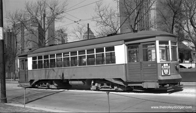 CSL 1910 at the eastern end of the Chicago Avenue line in April, 1941.