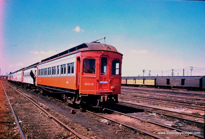 On the C&NW at Western Avenue in April 1962. (Mark Llanuza Collection)