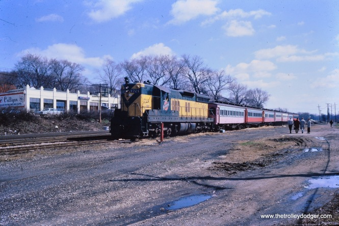 Leaving the Wheaton interchange with the C&NW, April 1962. (Mark Llanuza Collection)