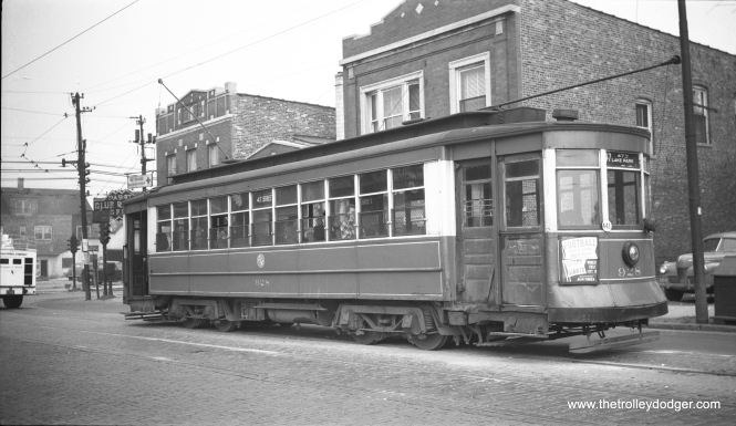 "CTA 928 is on route 47 in this September 2, 1949 view. Andre Kristopans: ""at end of line at 47th and Kedzie."""