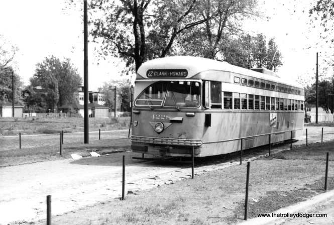 CTA 4228 at the Vincennes and 80th loop on May 20, 1951.