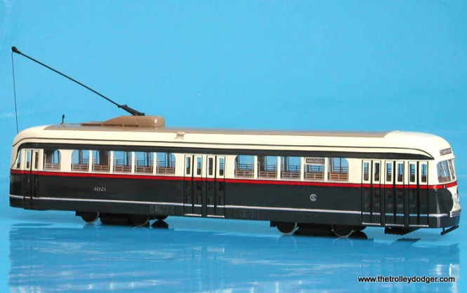 CSL 4021 in the standard prewar paint scheme.