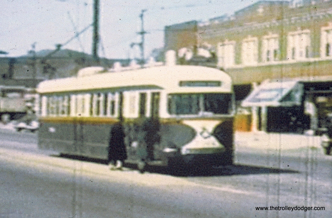 A CSL prewar car in standard colors on Madison, near the west end of the line. (John Marton Collection)