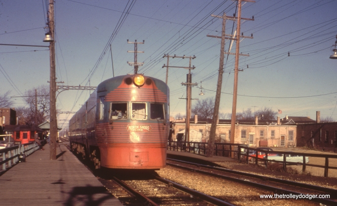 A southbound Electroliner at Edison Court.