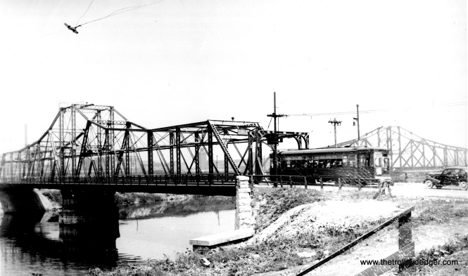 "Perhaps one of our readers can help identify this bridge. Andre Kristopans: ""The first bridge photo is Kedzie across the Sanitary & Ship Canal. The IC bridge in the background is still there, the Kedzie bridge was replaced mid-1960's, which caused the conversion of the Kedzie-California trolley bus route to motor buses, because CTA did not want to put wires on the shoo-fly."" Bill Shapotkin adds, ""This is the Kedzie Ave bridge over the river south of 31st St. View looks E-N/E. Note the still-in-service IC bridge in background (which I did ride over under Amtrak)."" (Edward Frank, Jr. Photo)"