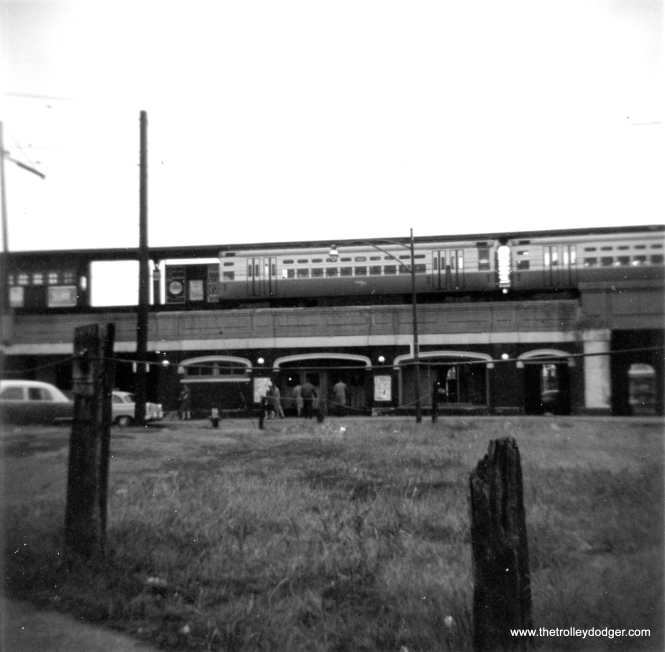 An Evanston Express train at Loyola in December 1962. (George Trapp Photo)