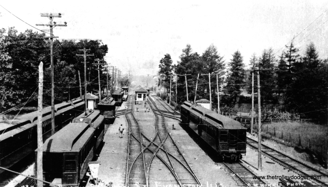 This picture shows the old Central St. Evanston terminal. Note the large number of trailers. At the station, you can see a Chicago & Milwaukee Electric wood interurban. This was the predecessor of the North Shore Line. (George Trapp Collection)