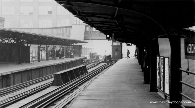 The Merchandise Mart station, looking south, on September 26, 1944. Those tracks at left went to the old North Water Terminal. (Allen T. Zagel Photo, George Trapp Collection)