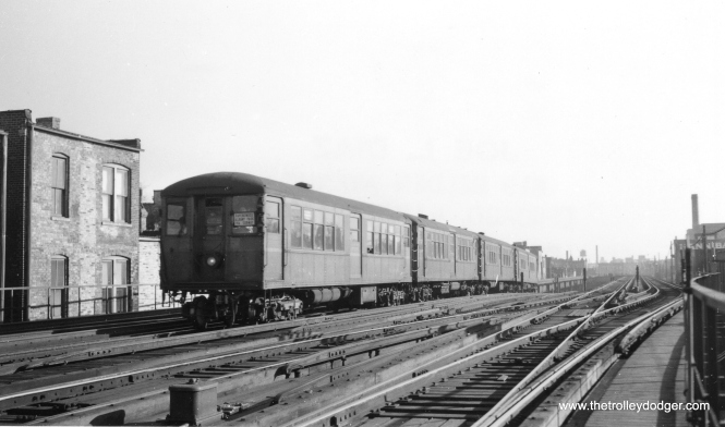 A northbound Ravenswood train comes out of the subway near Armitage in the 1940s. This picture had to have been taken between 1943 and 1949. (Joe L. Diaz Photo, George Trapp Collection)