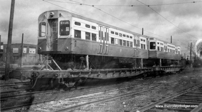 CTA 6279 and 6280 as delivered. These curved-door 6000s included some parts from scrapped Chicago PCC streetcars. (George Trapp Collection)