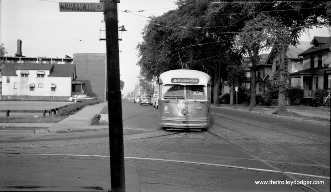 CTA 7260 is turning from westbound Devon onto northbound Ravenswood in the mid-1950s.