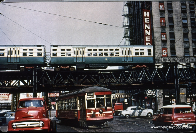 CTA 1758, at the east end of route 16, has just turned from Lake onto Dearborn circa 1953, while a train of 6000s roars overhead.