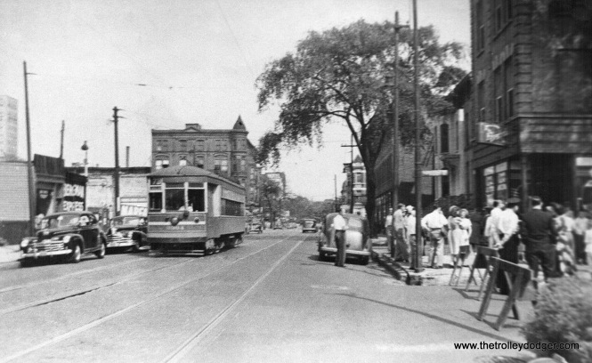 It's hard to make out the number, but this shows a CSL one-man car at Armitage and Hudson in the 1940s. That is not far from Lincoln Avenue.