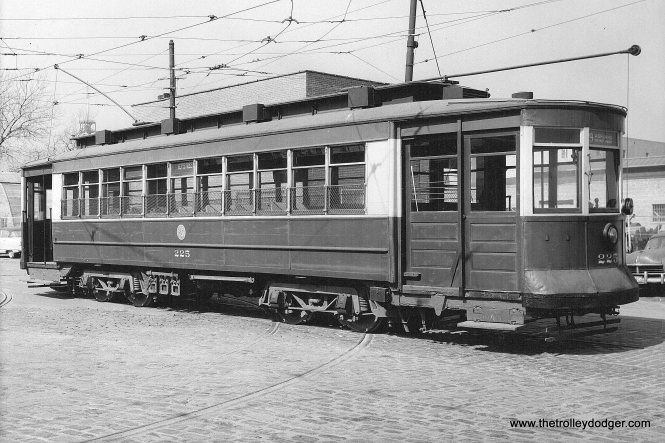 CTA 225 in the 1950s, probably at 77th and Vincennes prior to a fantrip. This car is now preserved at the Seashore Trolley Museum in Maine.