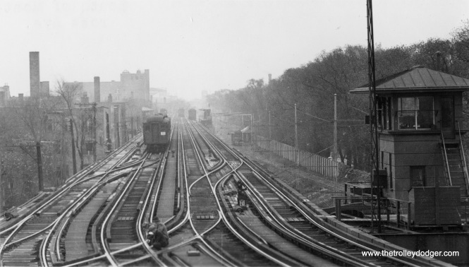 "The North Side ""L"", looking south from Montrose. On the right, you see the ramp leading down to the Buena Yard."