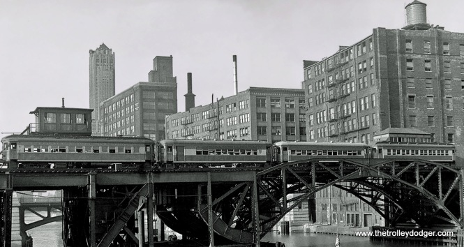 An eastbound train crossing the Chicago River.