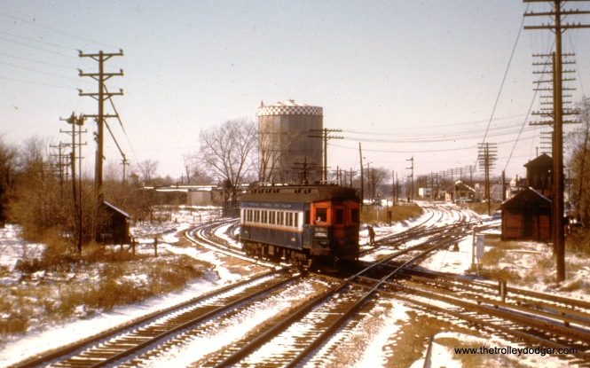 The same location as the previous picture, with the iconic gas holder visible. The crossing was located between Harlem and DesPlaines, at approximately the same location where there is now a flyover eliminating this bottleneck.