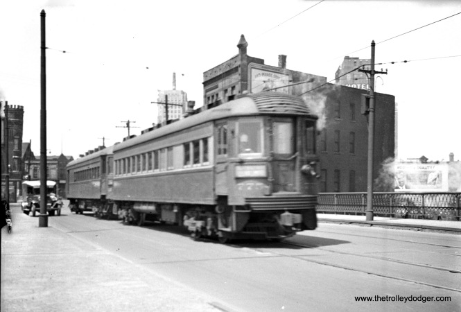 North Shore Line car 725 in Milwaukee in June 1940.