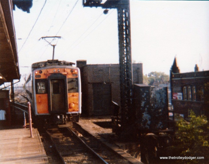 An ICG Highliner at 115th Street in Kensington in 1975.