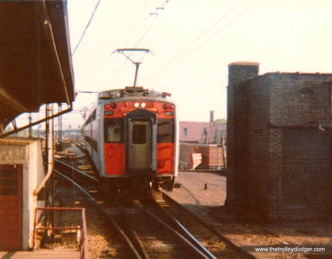 An ICG Highliner at 115th in Kensington in 1975.