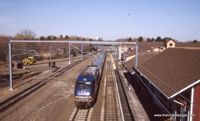 Photo 33. HHP-8 #660 powers Train #137 at Old Saybrook, CT in this overhead view.