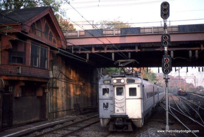 Photo 4. Arrow III #1314 at SUMMIT Tower in Summit, NJ October 15, 1989. SUMMIT Tower was unique in that it was built into the retaining wall below street level.