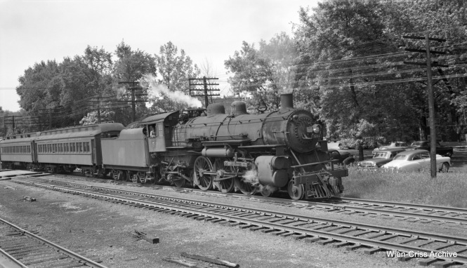 C&NW loco 531 and train at Edison Park. (Robert Selle Photo, Wien-Criss Archive)
