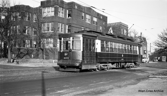 CTA 409 is on Southport at Clark, the north end of Route 9 - Ashland. (Robert Selle Photo, Wien-Criss Archive)