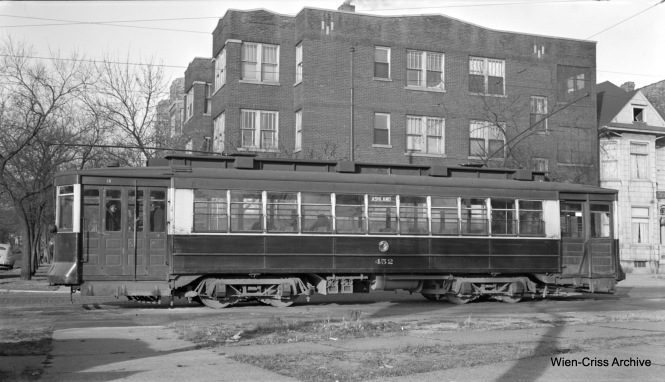 CTA Pullman 452 is on Southport at Clark, the north end of Route 9 - Ashland. (Robert Selle Photo, Wien-Criss Archive)