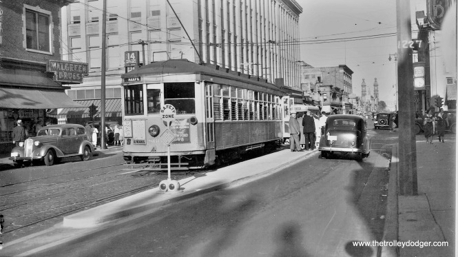 866 eastbound on 7th and Mitchell Streets. (Robert Genack collection)
