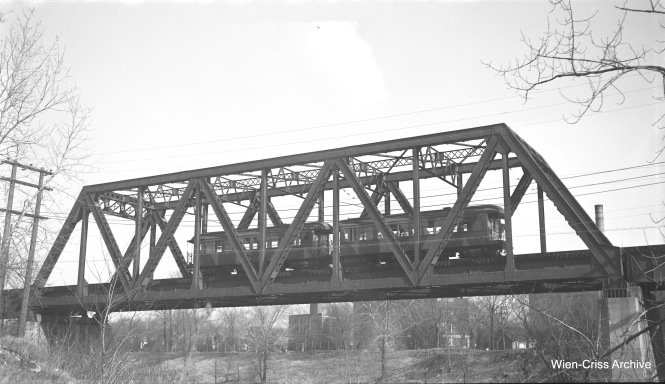 A two-car CTA train of railroad-roof cars is on the bridge over the North Shore Channel on the Evanston line on November 29, 1952. (Robert Selle Photo, Wien-Criss Archive)