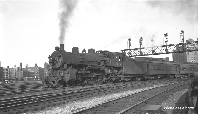 Chicago & North Western steam loco 555, a 4-6-2, heads up a northwest line commuter train at Kinzie and 400 West on August 20, 1953. (Robert Selle Photo, Wien-Criss Archive)