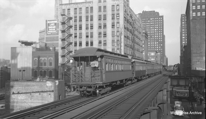 "A 6-car CTA Ravenswood ""A"" train, made up of 200 and 300-series ""L"" cars, approaches Clark and Lake on September 15, 1953. (Robert Selle Photo, Wien-Criss Archive)"