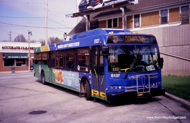 Milwaukee County Transit System 5137 at the 60th and Vliet loop on March 5, 2012, running Route 33. (William Shapotkin Collection)