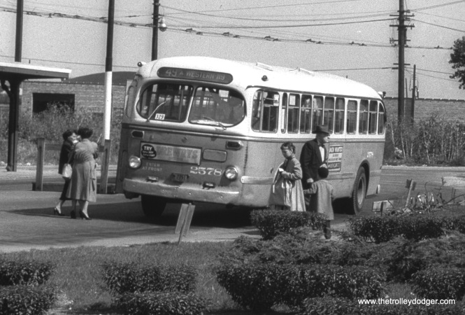 CTA bus 2578, running on Route 49A, is at the Western and 79th loop. When PCCs were introduced to Western Avenue in 1948, buses were substituted on the north and south ends of the line, which were spun off into extensions of Route 49. New loops were built, this being the one on the south end of the line.
