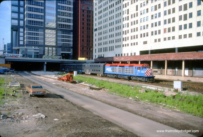 Loco 604 leads a northbound (timetable: westbound) Metra/Milwaukee District passenger train out of Union Station in Chicago. The view looks south-southwest off the Lake Street bridge over the south branch of the Chicago River. July 19, 1990. (Dan Munson Photo)