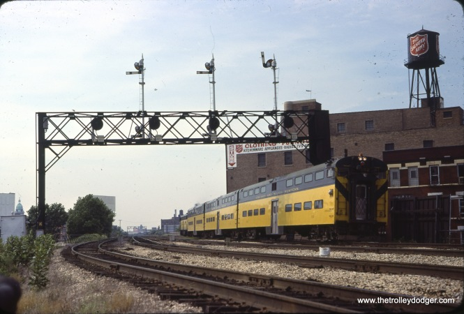 C&NW cab-coach 152 in Chicago, north of the Clinton Street Tower on August 2, 1978.