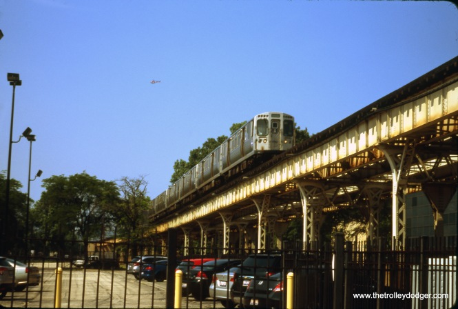 """A southbound Englewood train approaches 31st Street on the South Side """"L"""" main line. The view looks north from 31st Street. June 28, 2018. (William Shapotkin Photo)"""