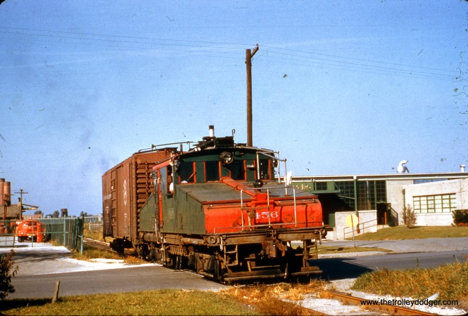 North Shore Line freight motor 456 is running on battery power on a siding, as there are no overhead wires present.