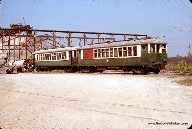"Two CTA 4000-series ""L"" cars in Sylvania, Ohio in August 1976. (William Shapotkin Collection)"
