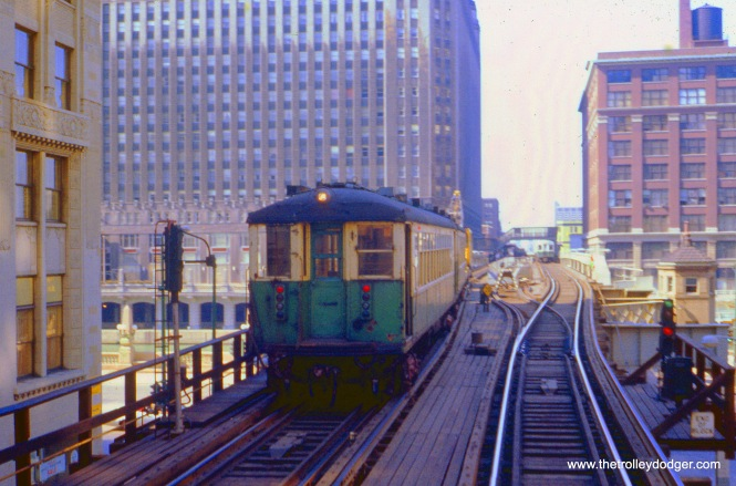A work train of 4000s is southbound just north of the Loop in July 1971.